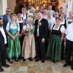 Hochzeitsfoto-Gruppe in Kirche
